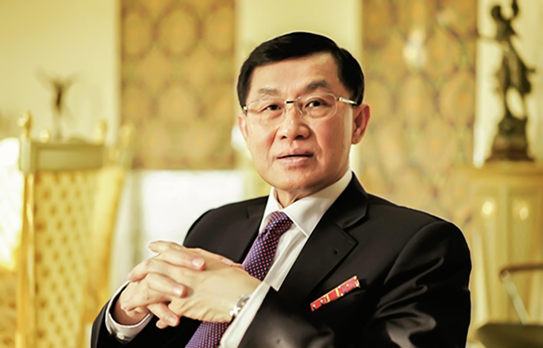 """Công ty của """"đại gia hàng hiệu"""" Johnathan Hạnh Nguyễn """"bay"""" hơn 70% lãi"""