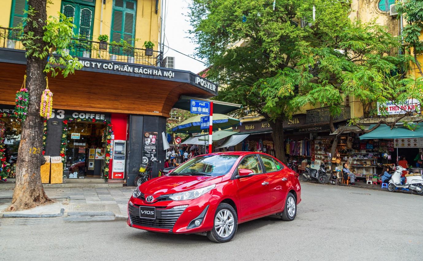 Toyota Vios lập đỉnh với 3.443 xe bán tháng 10, bỏ xa đối thủ