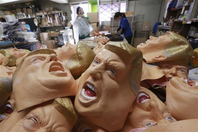 Mặt nạ ứng viên Tổng thống Mỹ Biden bất ngờ bán chạy như tôm tươi - 2