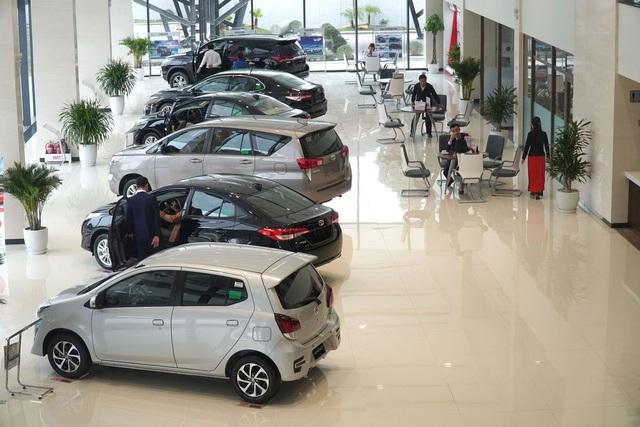 """Nhận """"mưa"""" ưu đãi, thị trường ô tô Việt bùng nổ trong tháng 10 - 1"""