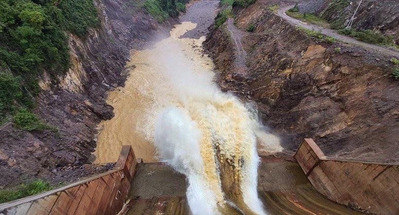 Bộ Công Thương hỏa tốc yêu cầu thuỷ điện Thượng Nhật dừng tích nước