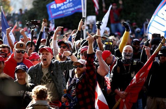 """""""Biển"""" người ủng hộ ông Trump tuần hành dậy sóng thủ đô Washington - 2"""