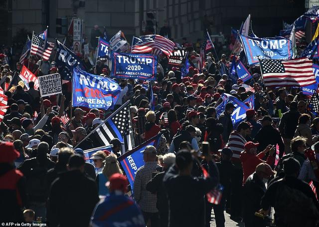 """""""Biển"""" người ủng hộ ông Trump tuần hành dậy sóng thủ đô Washington - 13"""