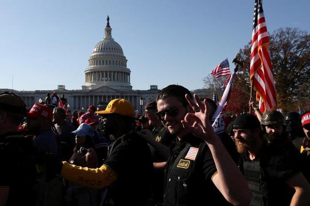 """""""Biển"""" người ủng hộ ông Trump tuần hành dậy sóng thủ đô Washington - 14"""