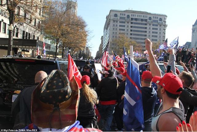 """""""Biển"""" người ủng hộ ông Trump tuần hành dậy sóng thủ đô Washington - 5"""