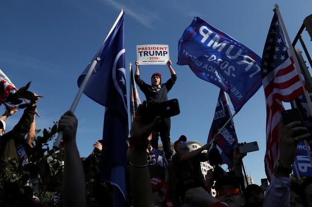 """""""Biển"""" người ủng hộ ông Trump tuần hành dậy sóng thủ đô Washington - 9"""