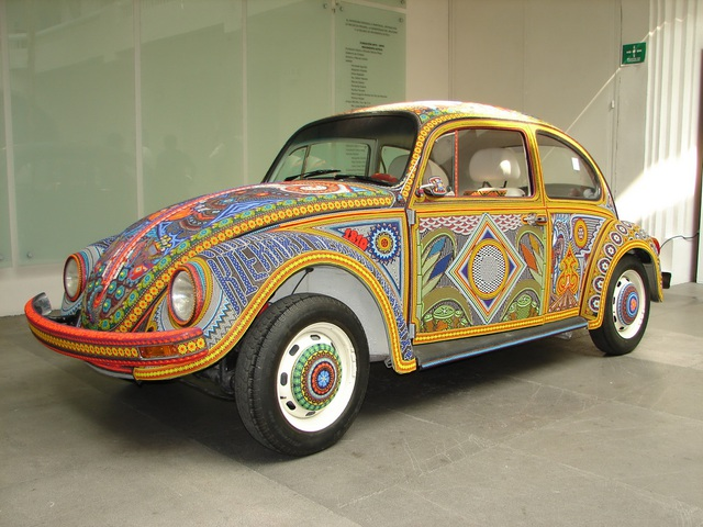 Chiếc Beetle độc nhất vô nhị thế giới - đính hàng triệu hạt màu sặc sỡ - 1