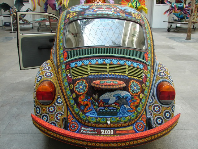 Chiếc Beetle độc nhất vô nhị thế giới - đính hàng triệu hạt màu sặc sỡ - 2