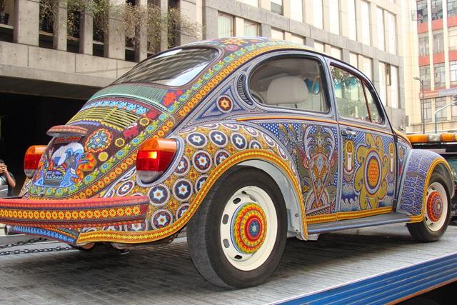 Chiếc Beetle độc nhất vô nhị thế giới - đính hàng triệu hạt màu sặc sỡ - 4