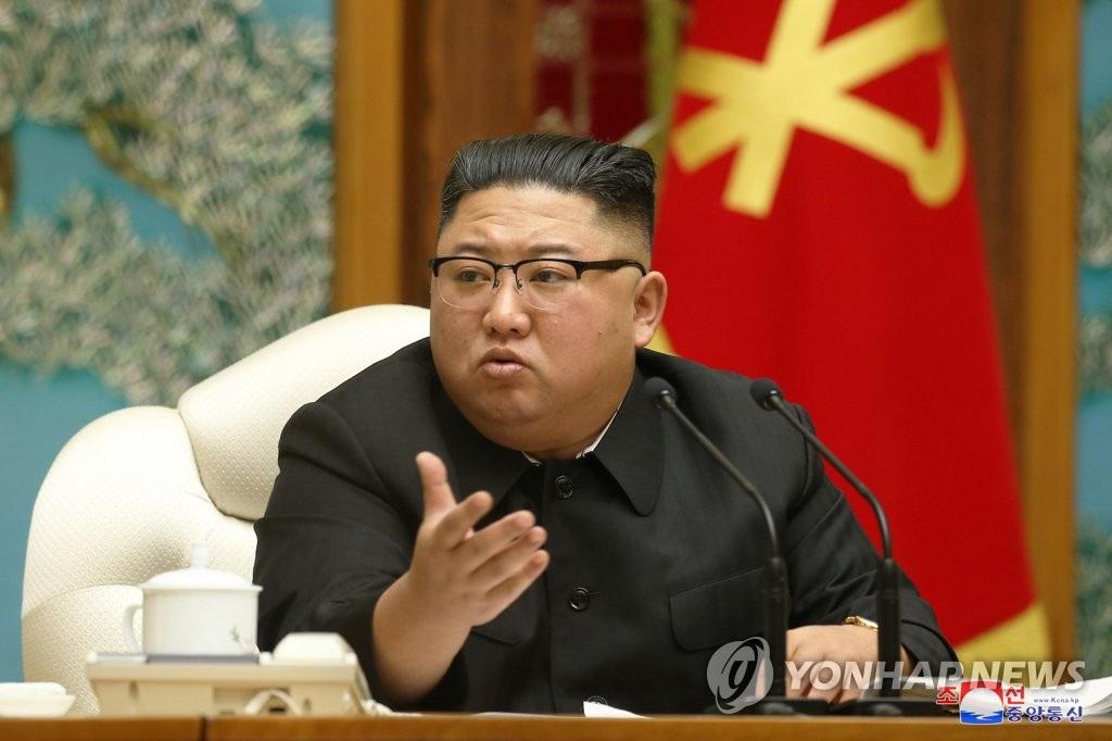 Ông Kim Jong-un tái xuất sau gần 1 tháng vắng bóng