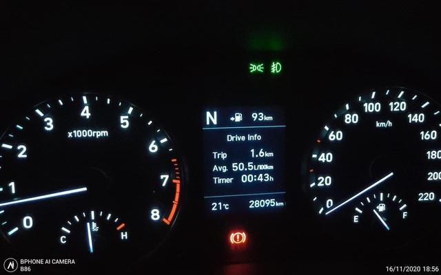"""Tắc đường """"chôn chân"""" ở Hà Nội, ô tô báo tốn hơn 50 lít xăng cho 100 km - 1"""
