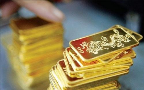 Áp lực bán chốt lời tăng, giá vàng sụt giảm