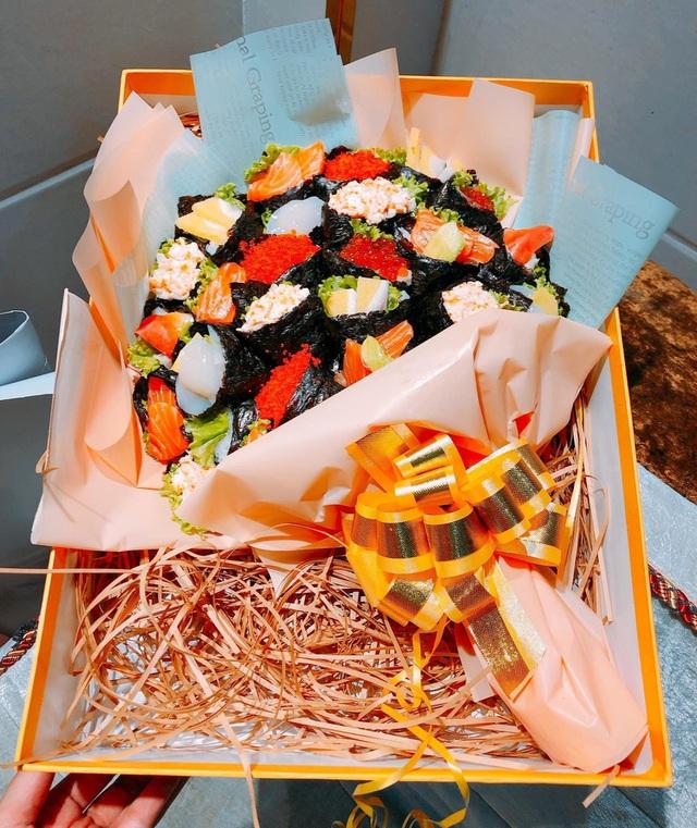 Độc lạ 20/11 năm nay: Bó hoa sushi nhìn như thật, giá tiền triệu - 1