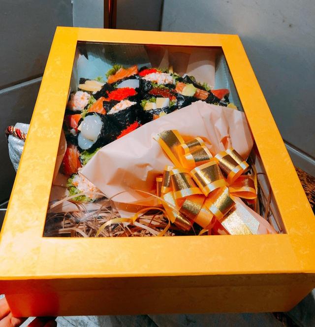 Độc lạ 20/11 năm nay: Bó hoa sushi nhìn như thật, giá tiền triệu - 2