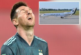 Chưa kịp xuống máy bay, Messi đã bị đòi tiền... thuế