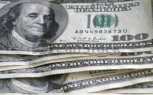 USD suy giảm liên tục, dân giàu ôm đô la lo lắng