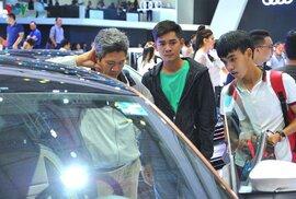 Giá ô tô tại Việt Nam đang