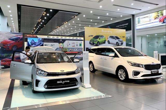 Khách Việt còn hơn 1 tháng để mua ô tô hưởng ưu đãi giảm 50% phí trước bạ - 1
