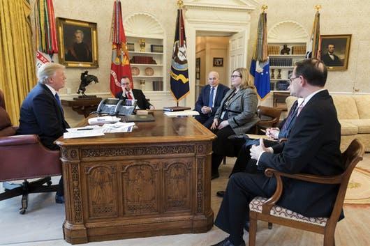 Thông điệp bí mật gửi đến Nhà Trắng, kích hoạt chuyển giao quyền lực