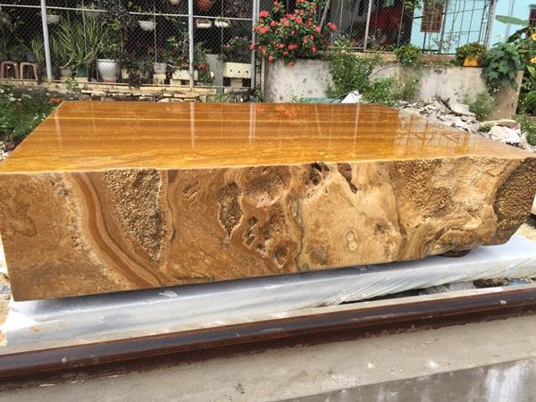 Sập bằng đá quý vàng óng, nặng tới 7 tấn, đại gia Hà Nội