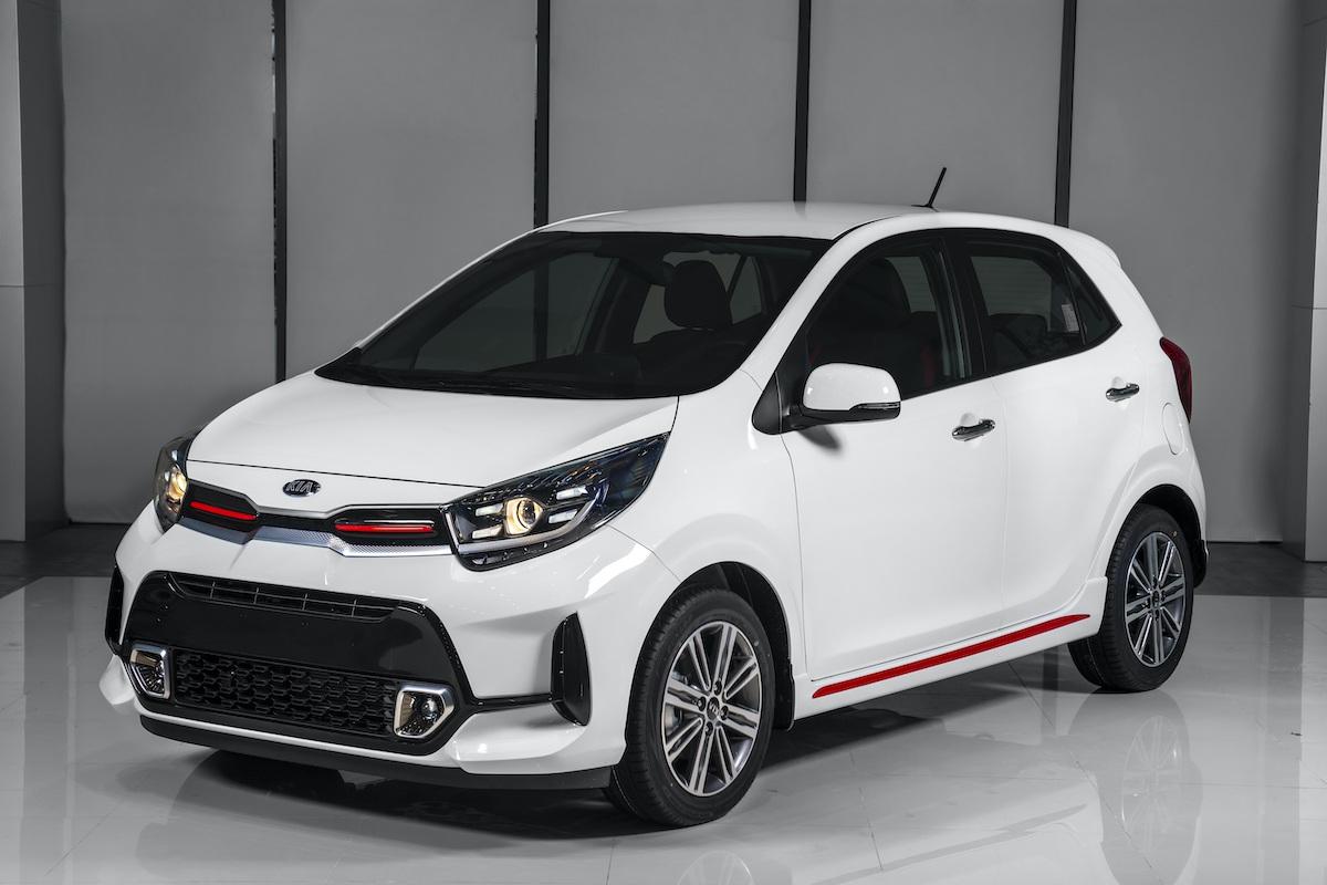 Hơn 400 triệu mua xe cho vợ, chọn VinFast Fadil hay Kia Morning mới?