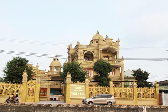 Mục sở thị căn biệt thự dát vàng của đại gia Thiện Soi vừa bị bắt - 2