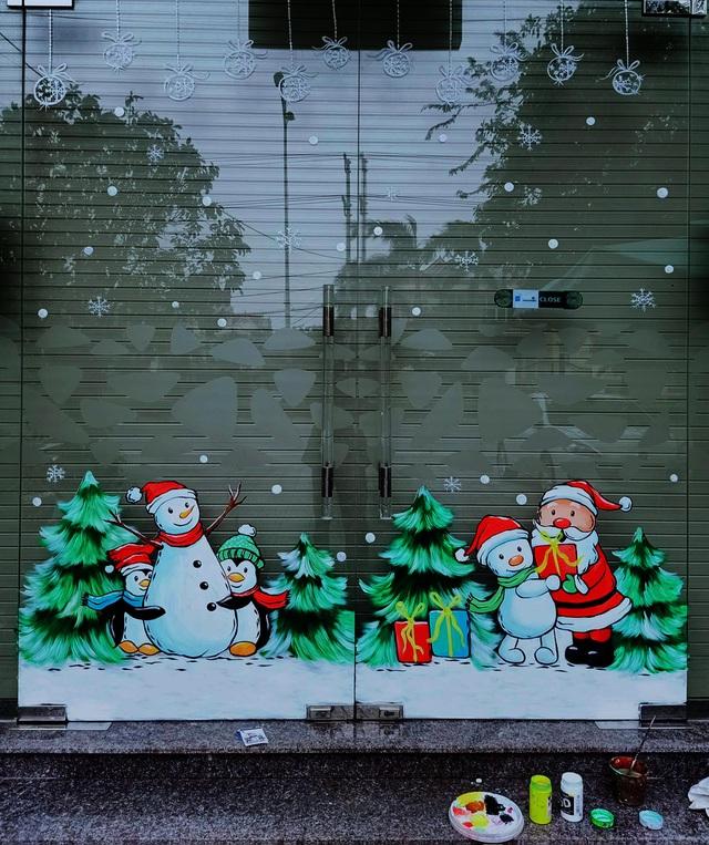 Ông già Noel hân hoan bay trên cửa kính, xin luôn chủ quán 2 triệu đồng - 3