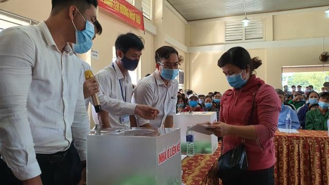Gần 100 hộ dân bốc thăm nhận đất tái định cư sân bay Long Thành - 2