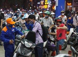 Ngày mai giá xăng dầu lại tăng mạnh?