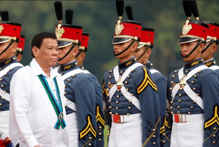 Cận vệ ông Duterte tiêm vắc xin Trung Quốc chưa được Philippines cấp phép