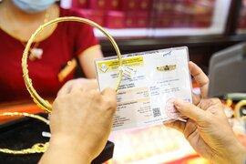 Giá vàng bất ngờ tăng vọt qua mốc 56 triệu đồng/lượng