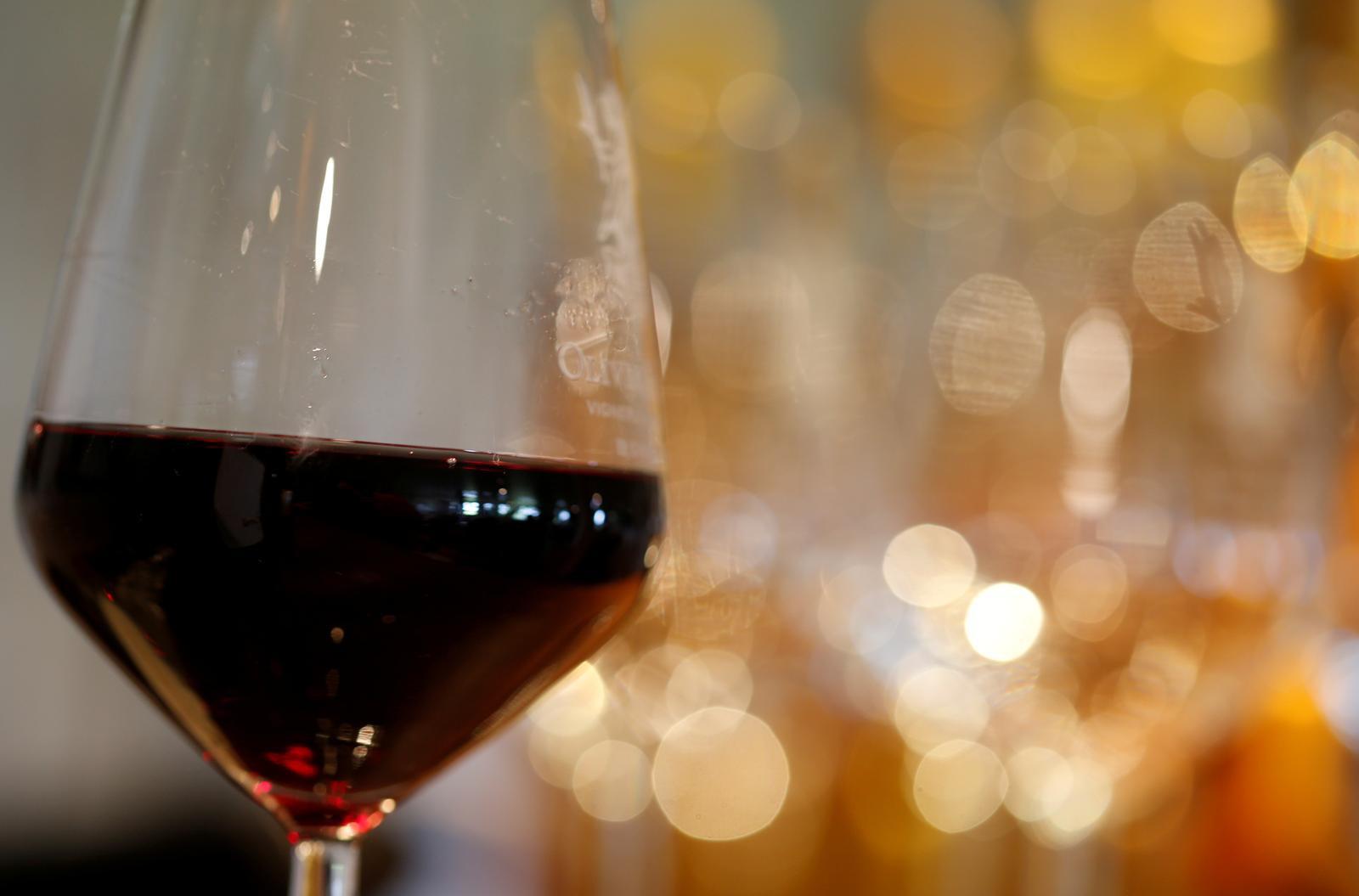 Tranh chấp với EU, Mỹ áp thuế với rượu vang Pháp, Đức và phụ tùng máy bay