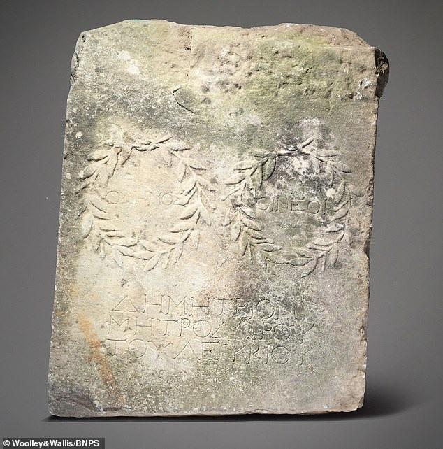Viên đá kê chân bất ngờ có giá 470 triệu đồng