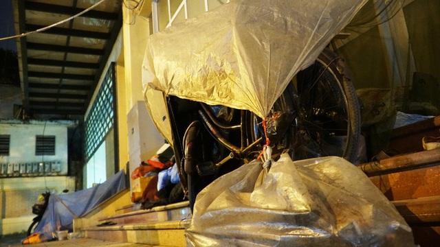 Người vô gia cư co ro dưới cái lạnh cắt da cắt thịt ở Hà Nội - 7