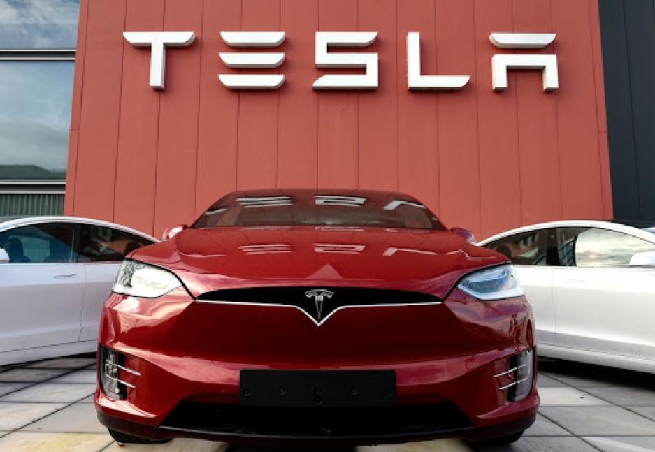 Giá trị thị trường của nhà sản xuất xe điện Tesla lần đầu tiên vượt mốc 800 tỷ USD