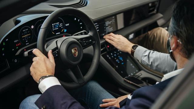 Vì sao Porsche Canada phải găm hàng của đối thủ cạnh tranh? - 2