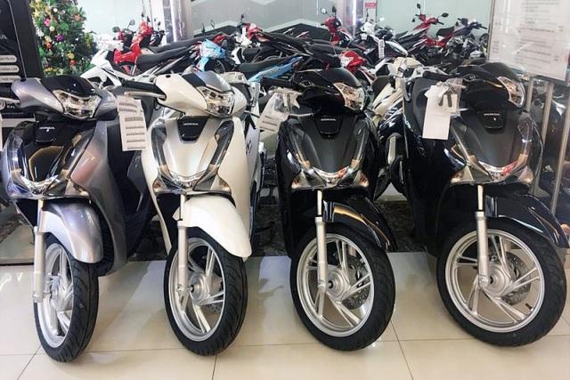 Honda SH dáng cũ khan hàng, giá chênh 70 triệu vẫn có khách mua - 1