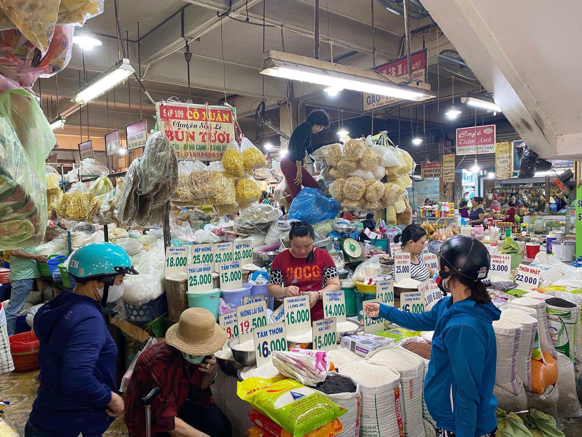 TPHCM giảm 50% giá thuê sạp: Tiểu thương các chợ vẫn