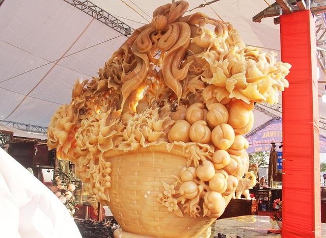 Phát sốt với giỏ hoa Tết bằng ngọc nặng 1,5 tấn, giá gần 700 triệu đồng - 1