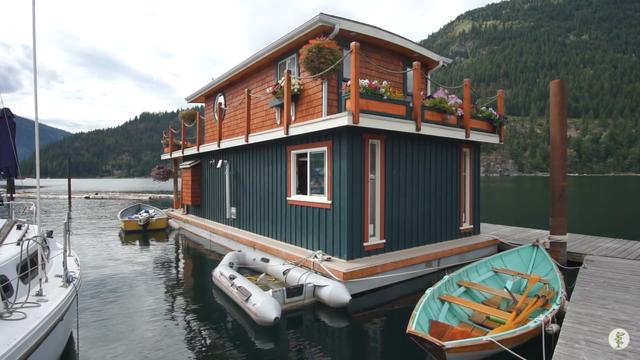 Bố đơn thân xây biệt thự nổi, trồng hoa tuyệt đẹp trên hồ sống cùng hai con - 3