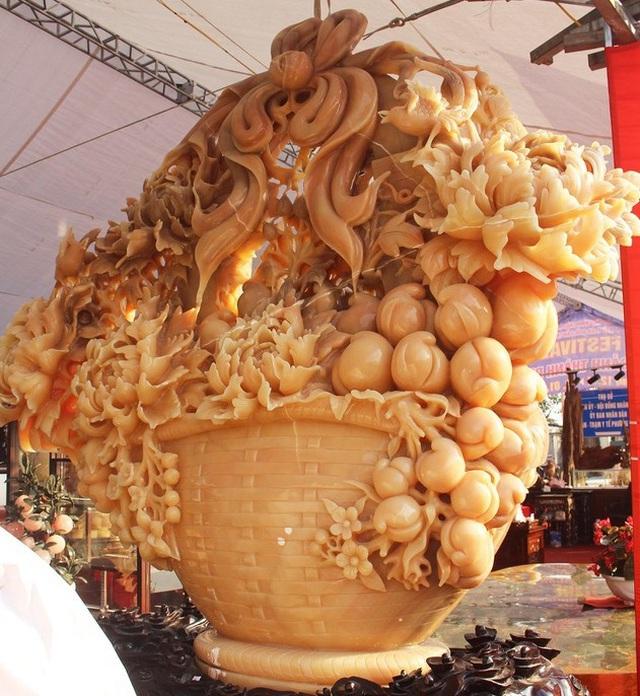 Độc và lạ: Hoa chưng Tết làm từ những chất liệu không ngờ tới - 5