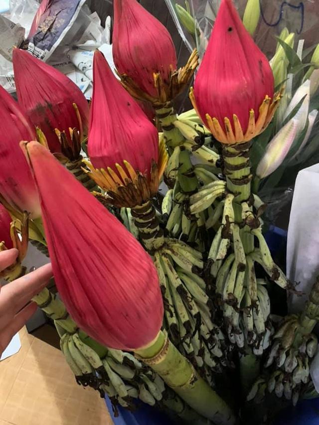 Độc và lạ: Hoa chưng Tết làm từ những chất liệu không ngờ tới - 6