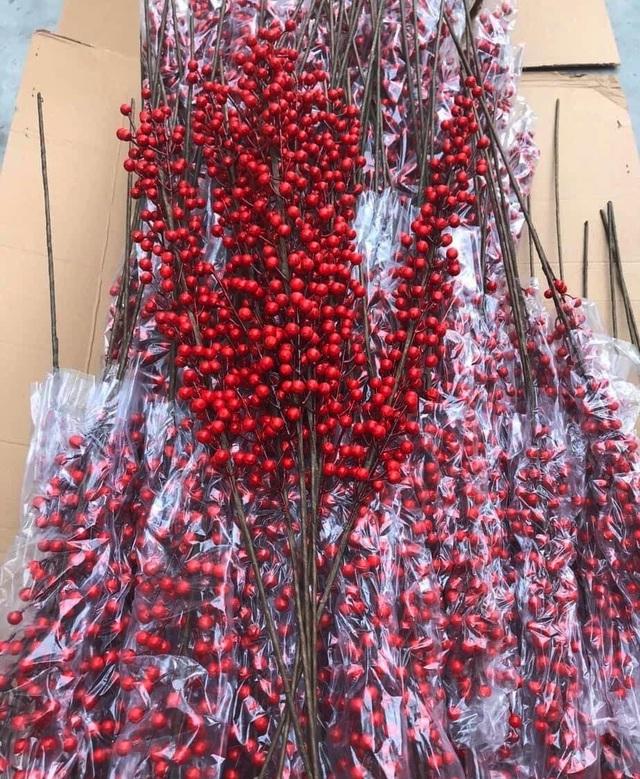 Giới nhà giàu Việt đốt hàng chục triệu đồng mua đào đông đỏ chơi Tết - 1