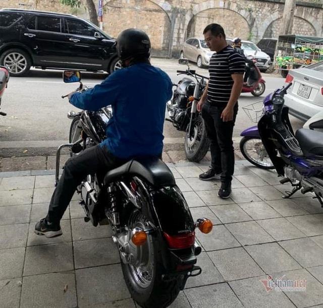 Xe máy cũ giá ngang ngửa ô tô, khách Việt chịu chi sắm chơi Tết - 3