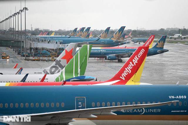 Thủ tướng: Tìm cách gỡ khó cho hàng không, nghiên cứu bán bảo hiểm Covid-19 - 1