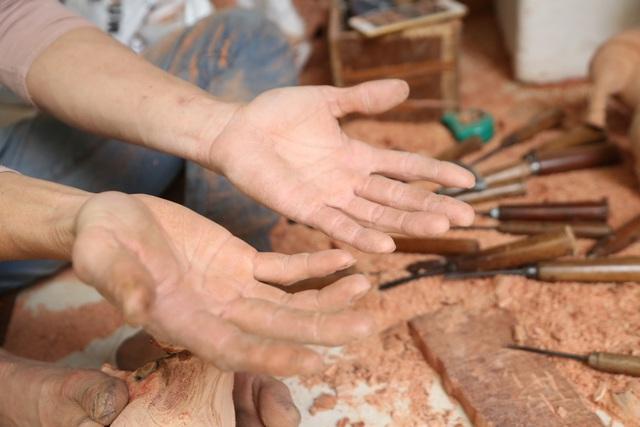 Trâu gỗ đắt như tôm tươi, thợ đục thu về tiền triệu mỗi ngày - 13