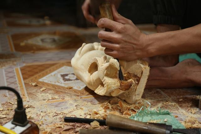 Trâu gỗ đắt như tôm tươi, thợ đục thu về tiền triệu mỗi ngày - 14