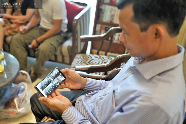 Ngồi Hà Nội cho gà ăn tận Đắk Lắk, ông nông dân mặc comple thu triệu USD - 1