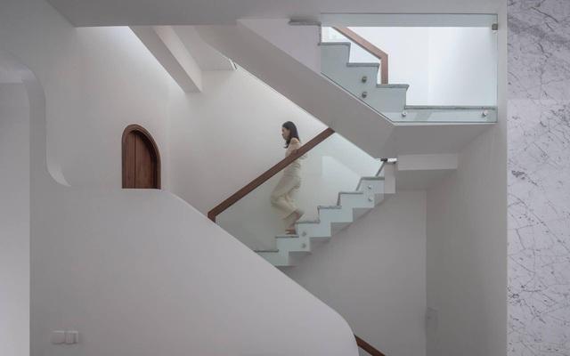 Biệt thự trắng hoành tráng ở con phố sầm uất bậc nhất Hà Nội - 11