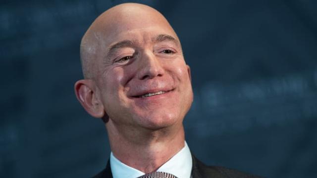 CEO Amazon lấy lại ngôi giàu nhất thế giới - 1